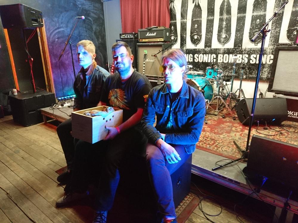 Aasta hubaseim auhinnatseremoonia. Rada7.ee andis üle aasta parima albumi preemia ansambile Nevesis.