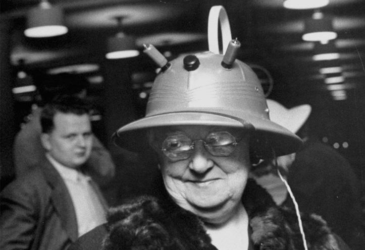Viimase sõna järgi moekas daam kandmas Radio Hati aastal 1949