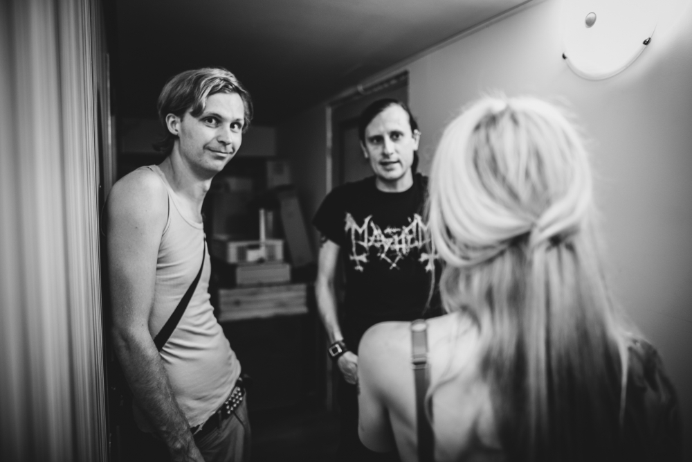 """Paul """"Söör Paul"""" Lepasson ja Anders """"4-got-10"""" Melts omavoliliselt tekkinud backstage's peamiselt peo- ja muusikateemadel muljetamas."""