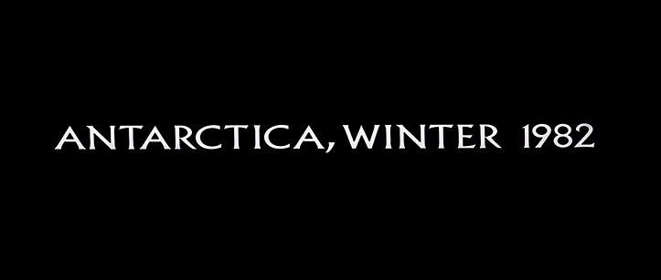 TALV ANTARKTIKAS. Naljakas täpsustus kontinendil, kus neli aastaaega on talv, talv, talv ja talv. Ilmselt siis üks neist. Kindlasti ei ole tegemist astronoomilise talvega, kui Antarktikas valitseb loodusseaduste kohaselt polaaröö, pärast mida hakkab tasapisi valgemaks minema. Filmis on kõik otse vastupidi.