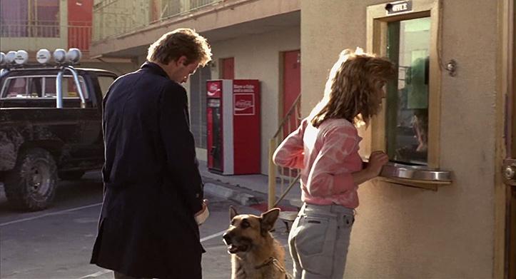 SÕBER KOER. Niisamagi kena olemisega fotogeeniline loom, aga oluline tegelane ka Terminator'i universumis, kuna koerad tunnevad inimeste hulka imbuda püüdva T-800 lõhna järgi ära. Filmistuudio Orion oli filmi B-kategoorias sedavõrd veednunud, et esialgu pakuti ideena välja, et Kyle Reese'l võiks kaaslaseks olla robotkoer.