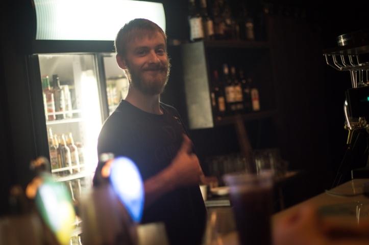 Ka baaris ei häbenetud naeratada.