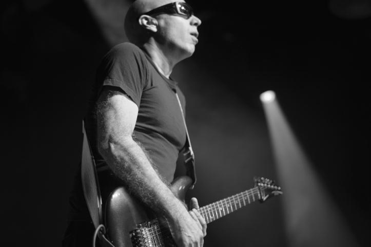 Pole vist vaja lisada, et Joe oskab kitarri mängida.