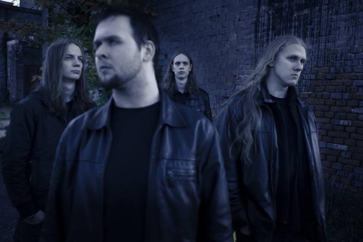Endrik Salak (kitarr), Kevin Rändi (vokaal/bass), Magnus Kokk (trummid), Heiko Rüütel (kitarr)