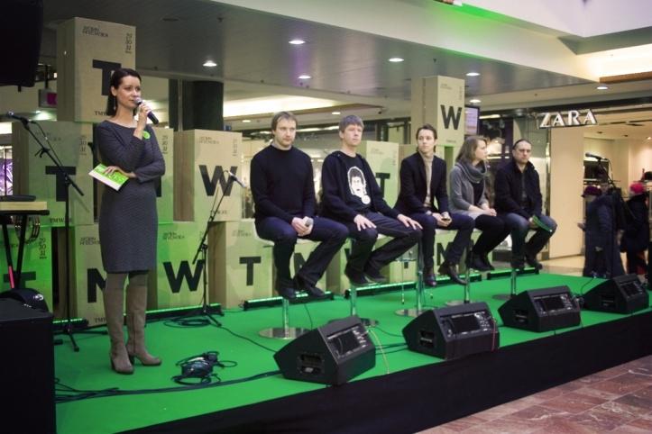 Tallinn Music Week 2012 programmi väljakuulutamine. Olukorda ja mikrofoni kontrollib Helen Sildna.