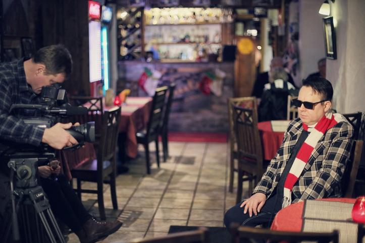 Intervjuu vahepeal on Tõnu Trubetskyl kokku lepitud tele-esinemine. Ette kantakse üks jahimehe-anekdoot.
