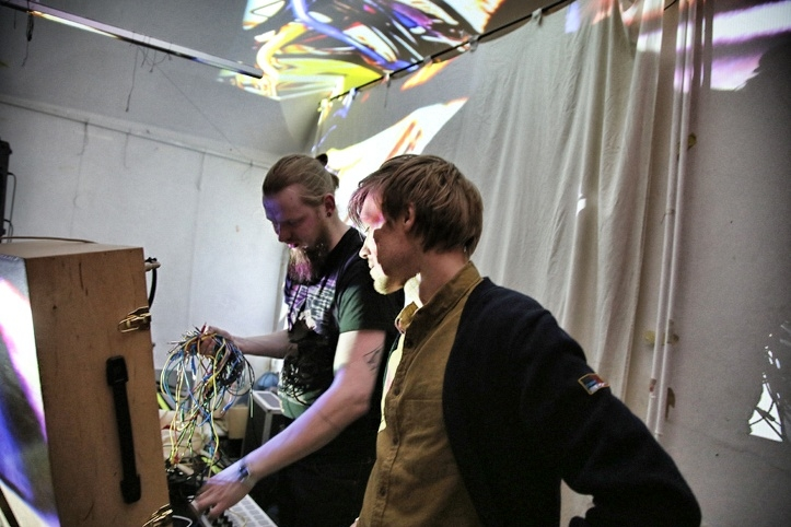 Arhiivi peo lõpuboss DJ Paul Sild on kohal.