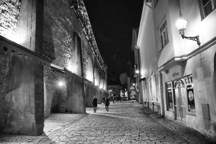 Kahe saali vahel on mõnikord kõige lihtsam liikuda siiski ringiga läbi linna... ja värskes õhus jalutamine teeb vaid head.