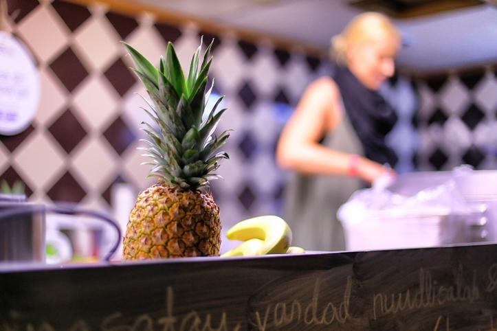 Kolm Nuudlit versus ananass. Pidutsemise käigus läheb ikka kõht tühjaks: just grab and go!