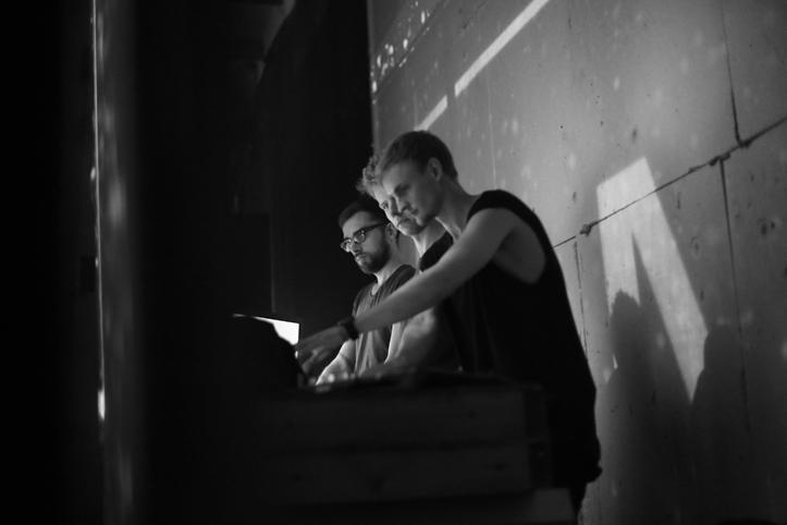 Telgitagused... või õigemini ekraanitagune: Mark Kuslapuu, Hannes Aasamets ja Mihkel Maripuu.