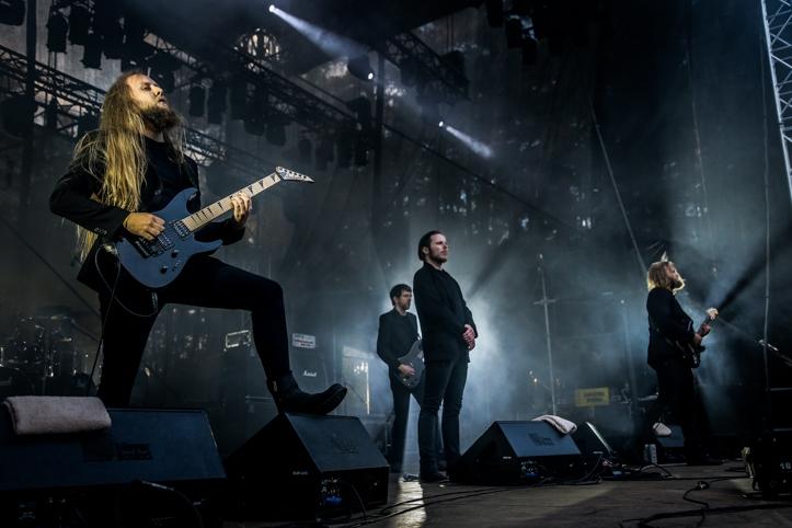 Järgmiseks Islandi bänd Auðn, mis jättis väga-väga-väga hea mulje. Islandi tumedama poolega metal teeb sama tõusu hetkel nagu kunagi tegi ja teeb praegu Norra oma. Auðn on kuidagi esmaklassiline kohe. Neil on mingi eriti mõnus hoiak, soovitan oma silmadega näha ja kuulda.