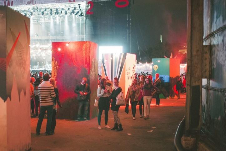 Korraldustoimkond on läbi aastate hoolitsenud ka selle eest, et festivaliplatsil kunstilist väärtust oleks. Igavad asjad värviliseks, mõnusad nurgatagused istumiskohad, meilgi juba tavapärane pinksilaud jms.