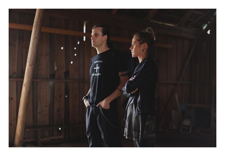 Anders Melts ja Kadri Sammel ansamblist Forgotten Sunrise Syndrone. Festivali viimased esinejad, teevad soundchecki esimesena ja terve suur auto pakiruumitäis tehnikat jääb lavale enda hetke ootama.