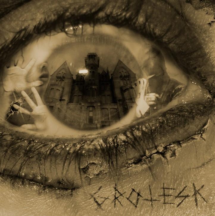 """Realm of Carnivora """"Grotesk"""""""