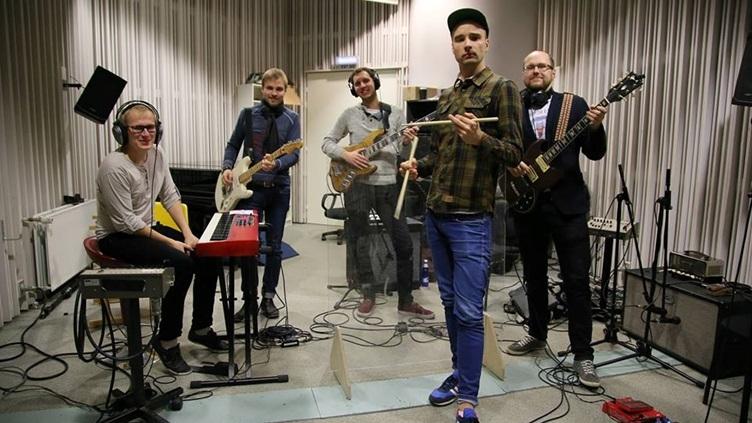 Põhja Konna koosseisu kuuluvad laulja Valter Soosalu, basskitarrist Siim Avango, kitarristid Jürgen ja Kristen Kütner ning trummar Ott Adamson.
