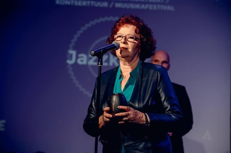 Anne Erm Jazzkaare auhinda vastu võtmas
